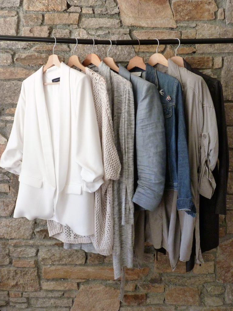 garde-robe-capsule-capsule-wardrobe-printemps-2017-vestes-gilets
