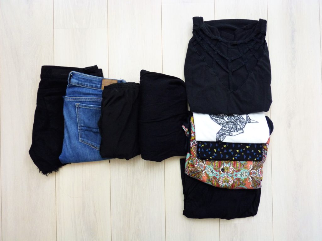 valise-minimaliste-vacances-vêtements