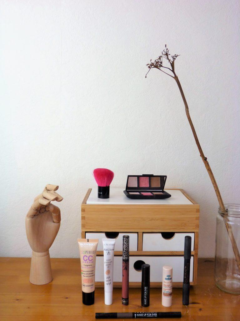 valise-minimaliste-vacances-beauté-maquillage
