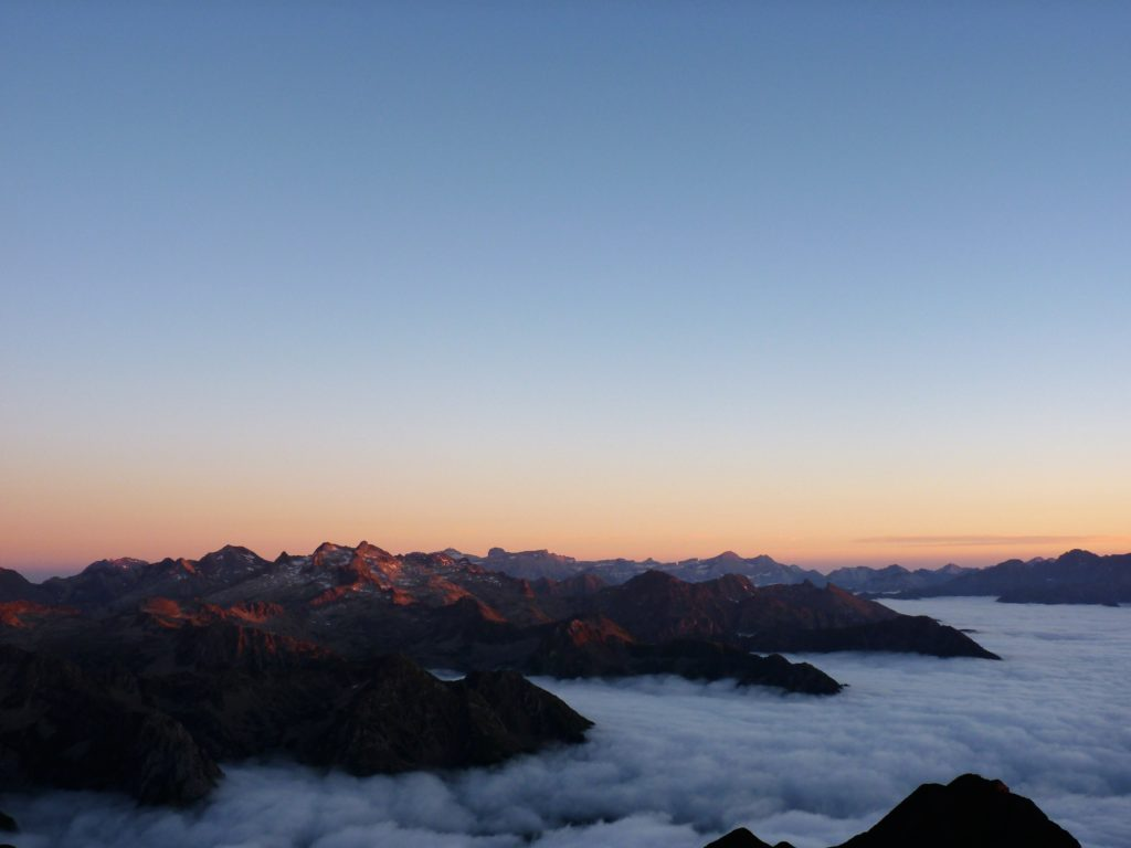 pic-du-midi-de-bigorre-clouds-sky-view-panormama-ciel-nuages-sunset-montagnes-mountains